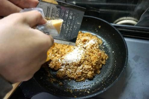 パルメザンチーズを足す
