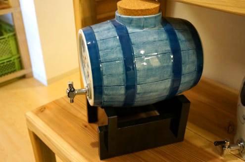 磁器製の樽