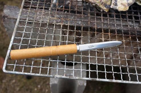 牡蠣の殻剥き