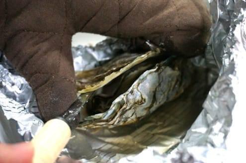 開いた牡蠣をこじ開ける