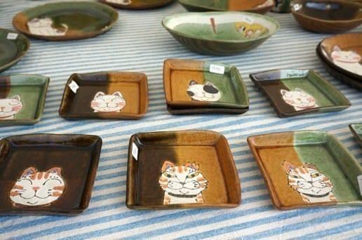 猫の絵の陶器