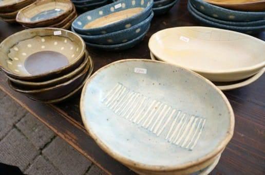 水玉の皿たち