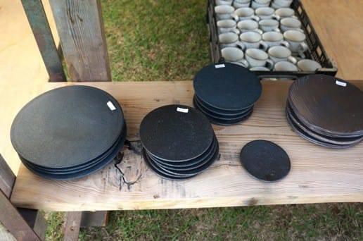 黒い平の皿