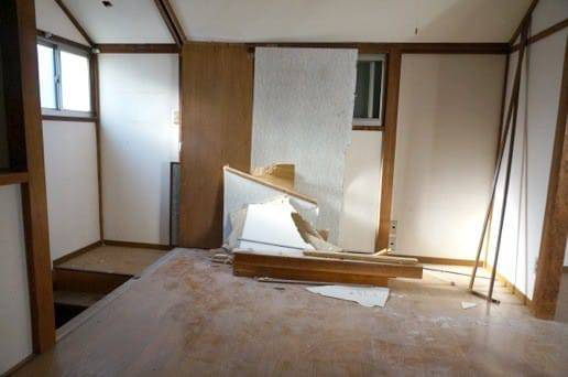 2階は扉部分を解体