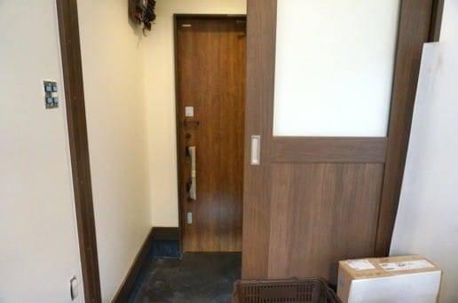 玄関に扉を設置