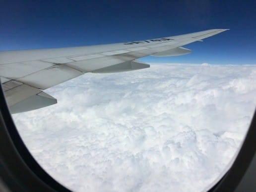 飛行機上空