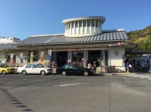 陶器市初日の有田駅の様子