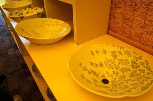 陶器の洗面台