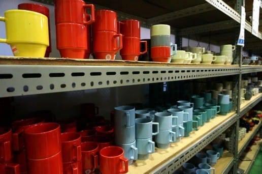 マルヒロ 倉庫の赤と黄色のブロックマグ