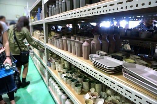 マルヒロ 倉庫のプレート