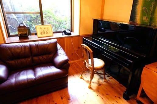 帆山亭の山望の湯のピアノ
