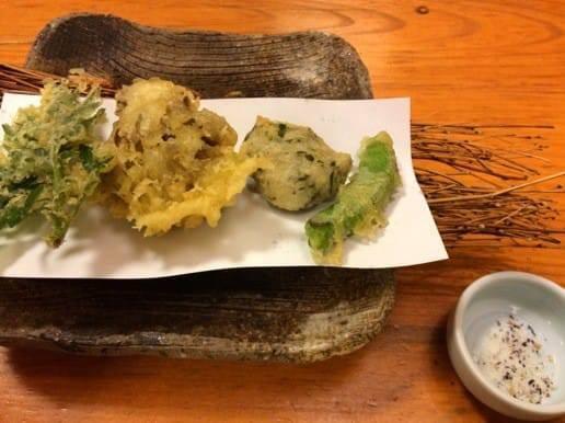 帆山亭の夕食山菜の天ぷら