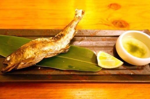 帆山亭の夕食の鮎の塩焼き
