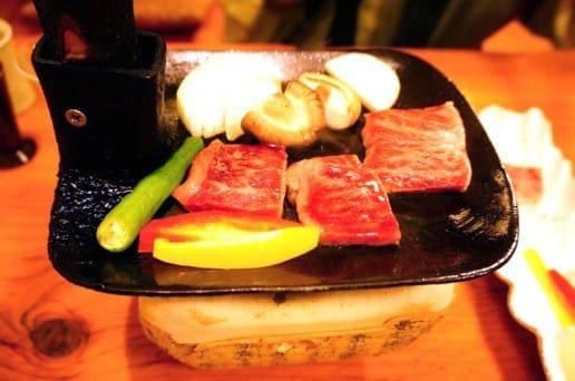 帆山亭の夕食の牛のステーキ