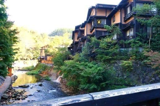 川沿いの温泉宿