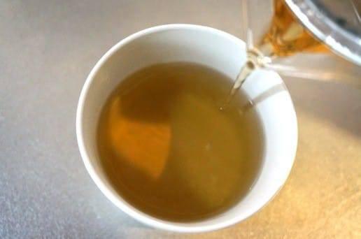 どんどん茶色が濃くなる緑茶
