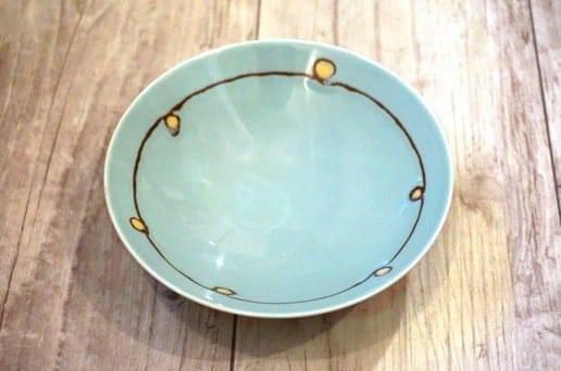 白山陶器の平茶碗 花模様