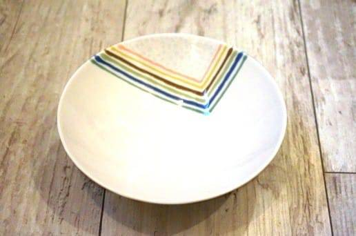白山陶器の平茶碗 重ね柄