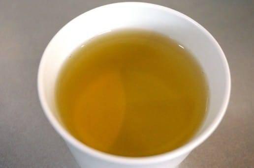 初摘み新茶の色