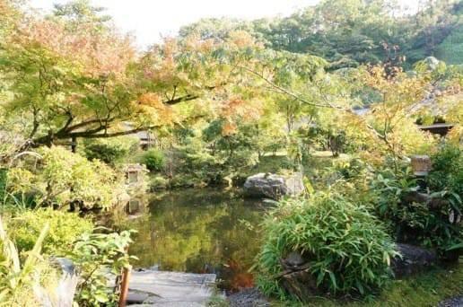 黒川温泉の帆山亭の庭園の紅葉