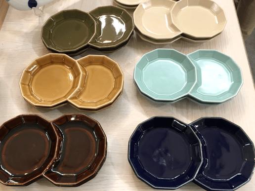 個性的な形の波佐見焼のお皿