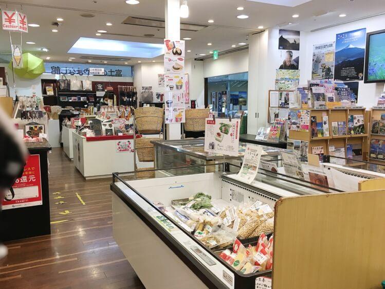 富士の国やまなし館の内観