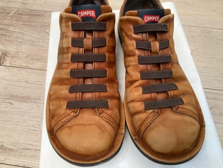 色を抜いた靴